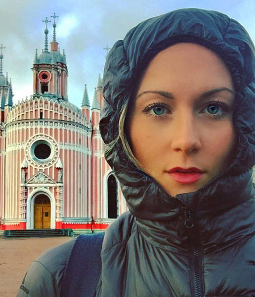 Woman Casually Travels Around The World And Becomes The First Woman To Visit All Countries At The Age Of… 27