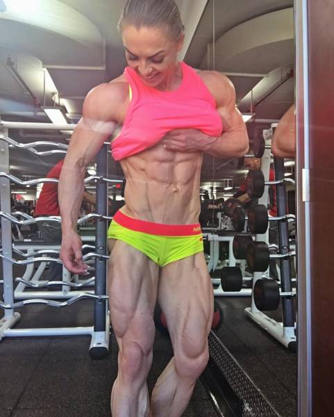 This Bodybuilder Girl Can Outshine Everybody With Her Ripped Physique