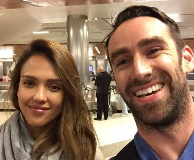 This Guy Took A Pic With Jessica Alba In An Airport And Then Randomly Found It In A Deli