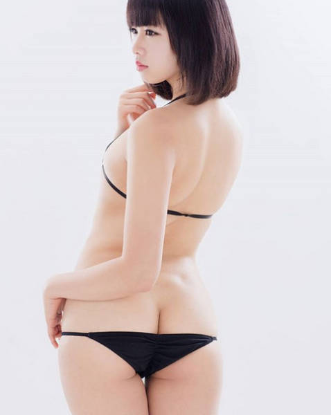 Japanese Girls Are Now Using Underwear That's One Size Too Small For Them