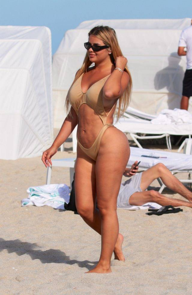 Anastasia Kvitko Doesn't Really Look The Way She Appears On Instagram