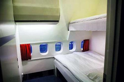 Airplane Hotel (7 photos)