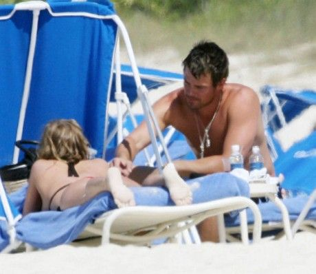Fergie on the beach (10 photos)