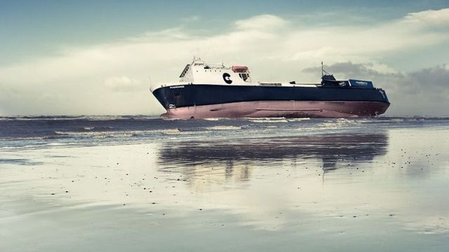 A boat on the shore (9 photos)