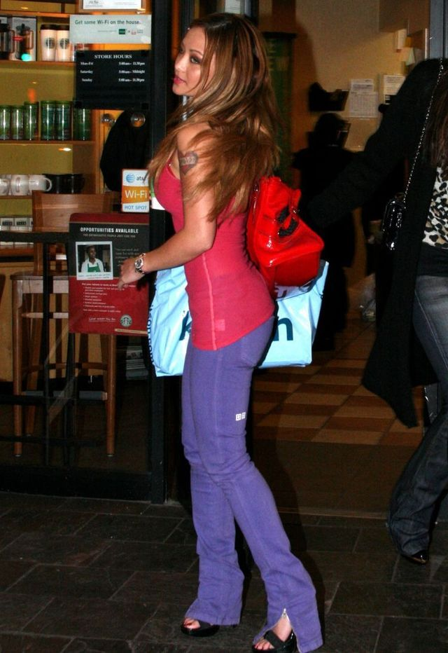 Tila Tequila in Starbucks (9 photos)