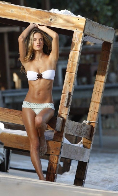 Alessandra Ambrosio, a beautiful model (13 photos)