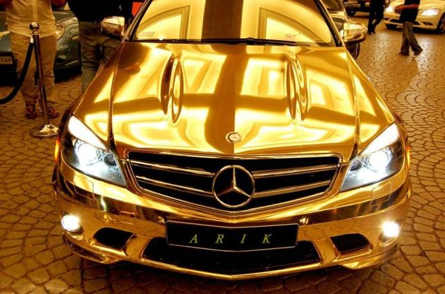 A golden Mercedes of an Arabian Sheikh (11 pics)