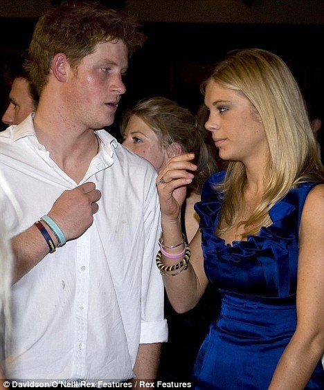 Chelsy Davy dumped her boyfriend prince Harry (11 photos)