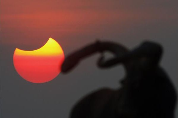 An eclipse seen across the Southern Hemisphere (17 photos)