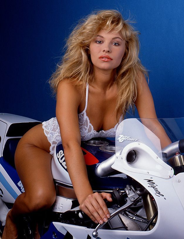 Young Pamela Anderson (6 photos)