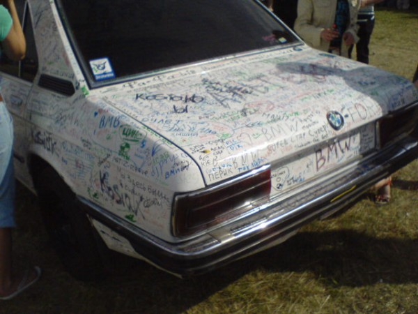 Some scrawling on a BMW (10 photos)