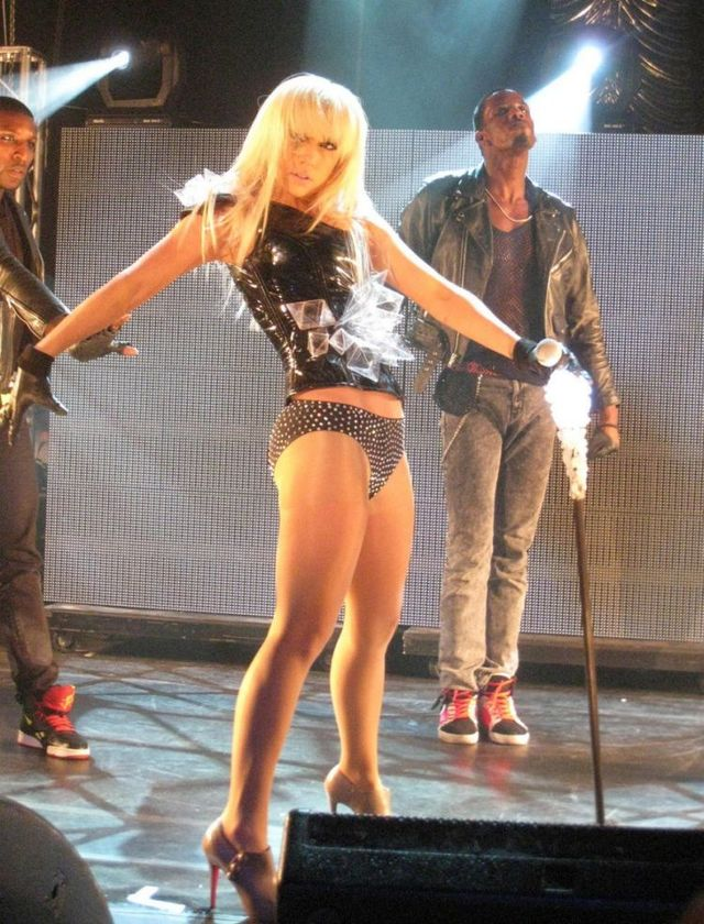 Lady Gaga Sexy Performance 9 Photos - Izismilecom-1050