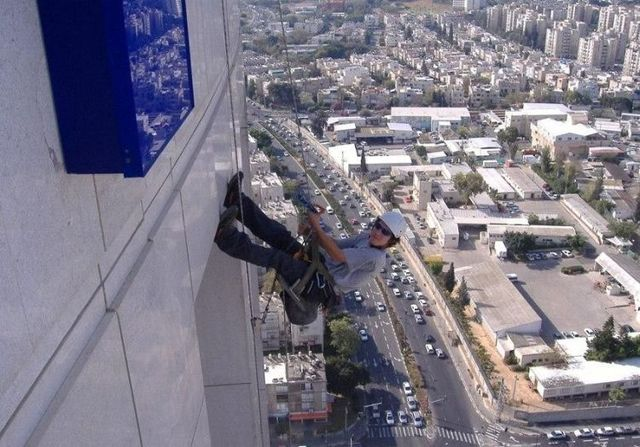 Job for the risk lovers (13 photos)