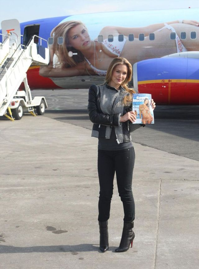 Bar Rafaeli at launch SI plane (20 photos)