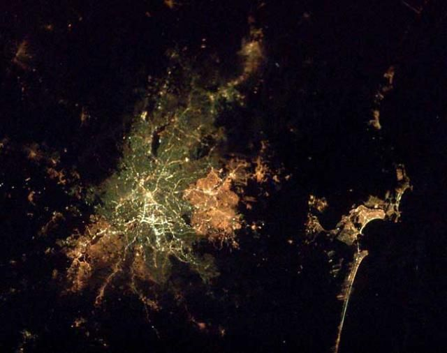 Cities by night from space (9 photos)