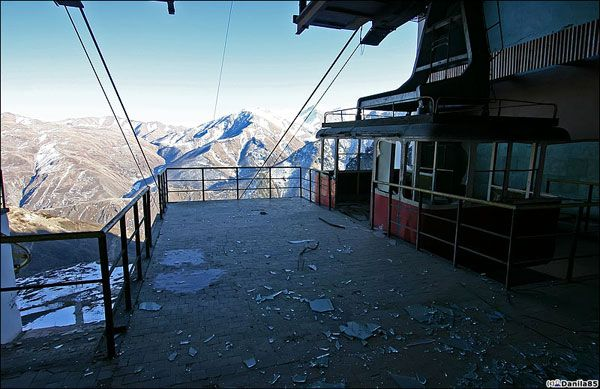 Abandoned aerial tramway (15 photos)