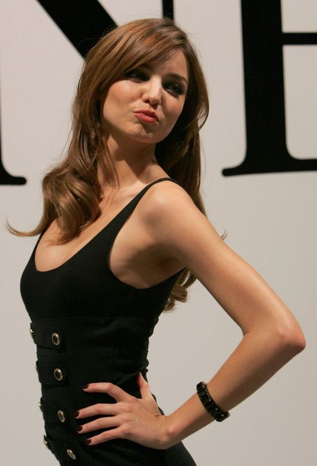 Miranda Kerr on a fashion show (15 photos)