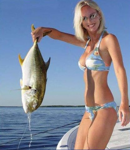 Girls fishing (8 photos)