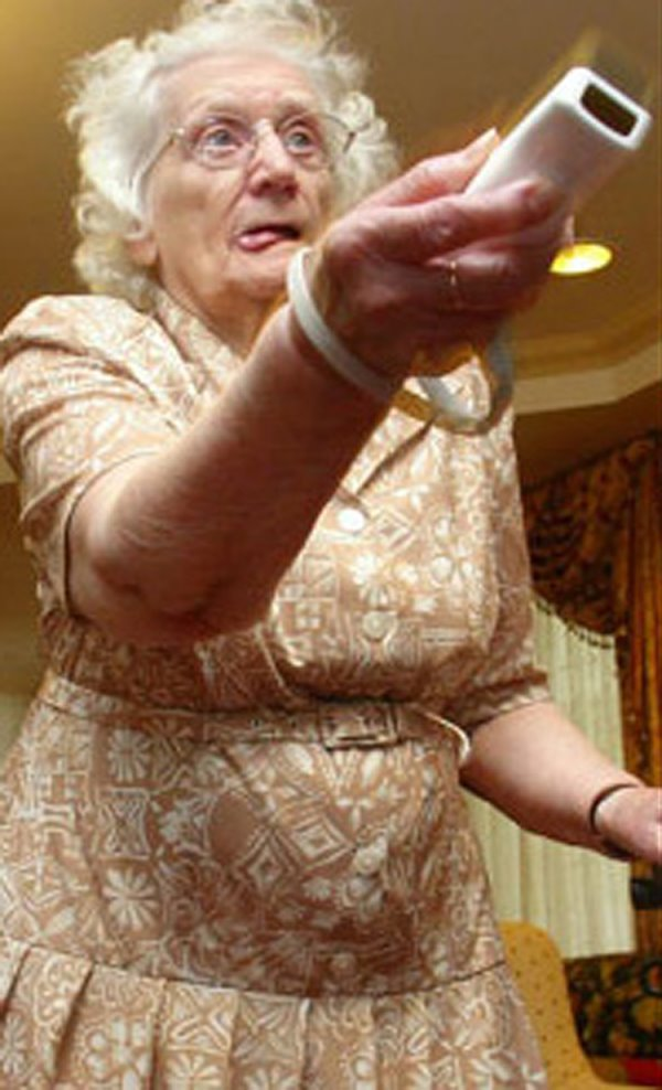 The funniest pictures of old people playing Wii (10 photos)
