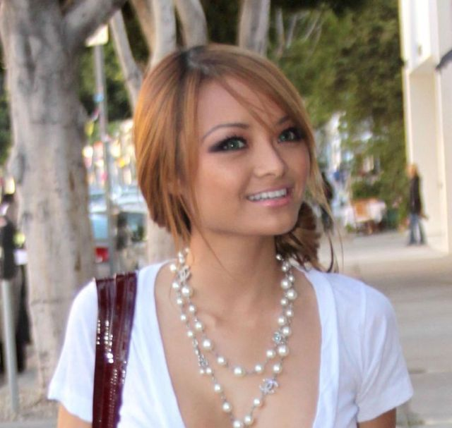 Tila Tequila was spotted shopping. She knows how to attract attention (5 photos)