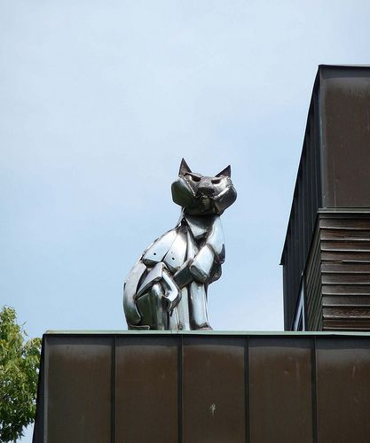 Cats monuments (41 photos)