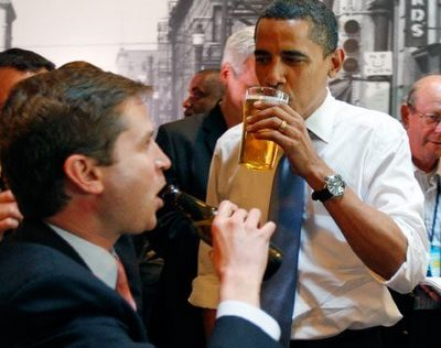 9 pictures of Barack Obama drinking and smoking (9 photos)