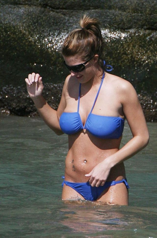 Gemma Atkinson in bikini (10 photos)