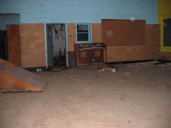 Abandoned school in Richmond (31 photos)
