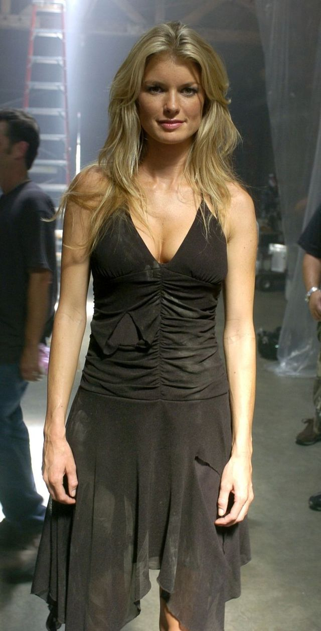 Marisa Miller behind the scene of Puddle of Mudd (9 photos)