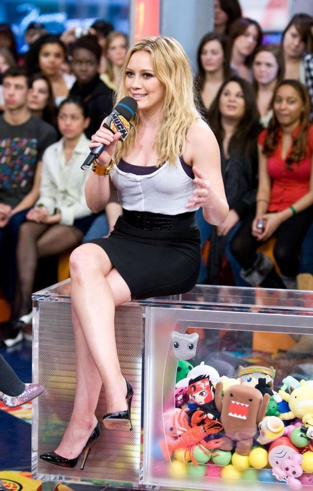 Hilary Duff and her great legs (6 photos)