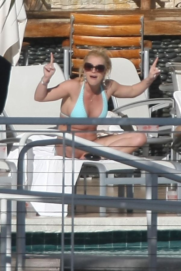Britney in Bikini  (8 photos)
