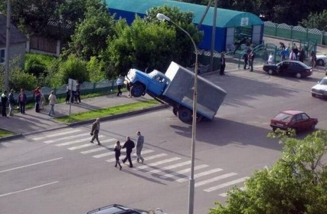 Roads and road problems in Russia (21 photos)