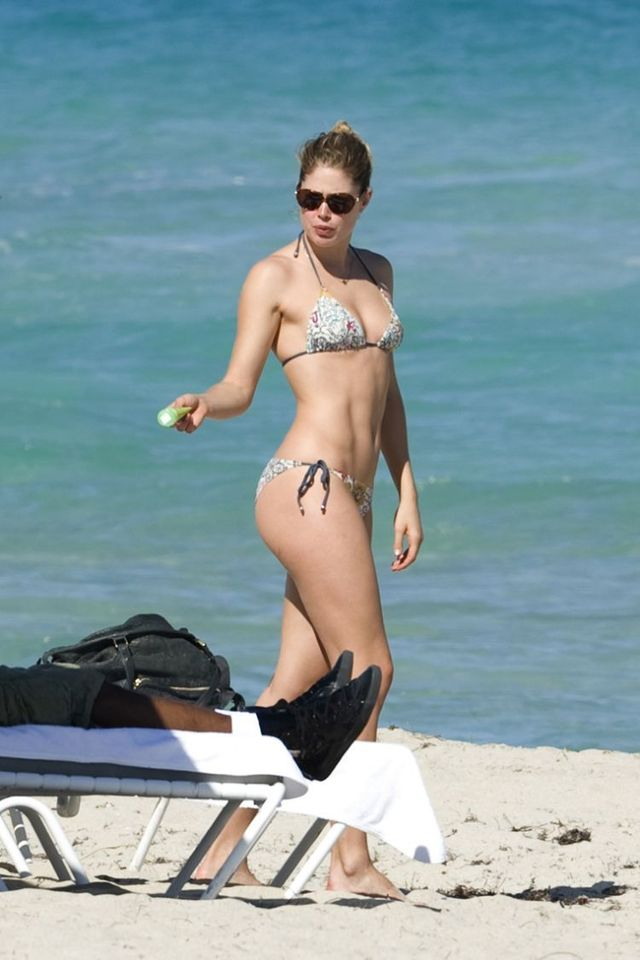 Doutzen Kroes in bikini (12 photos)