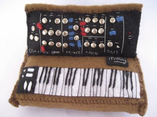 Music instruments cushions (12 photos)