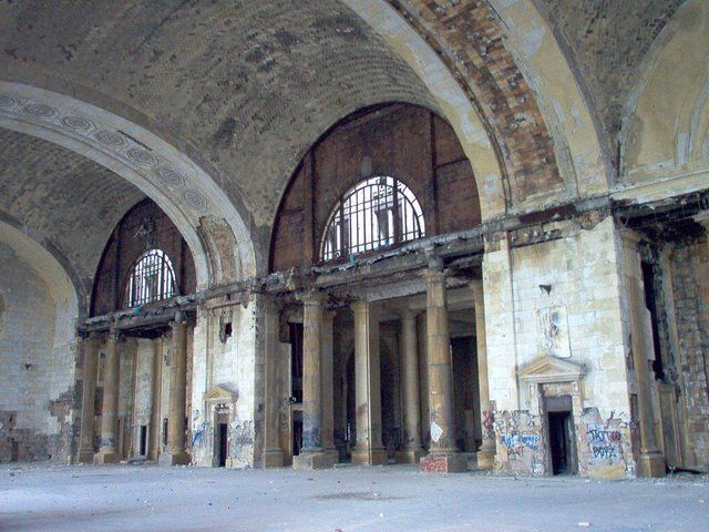 Abandoned Michigan Central Station (15 photos)