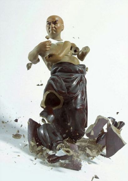 High-speed photography and broken statues (12 photos)