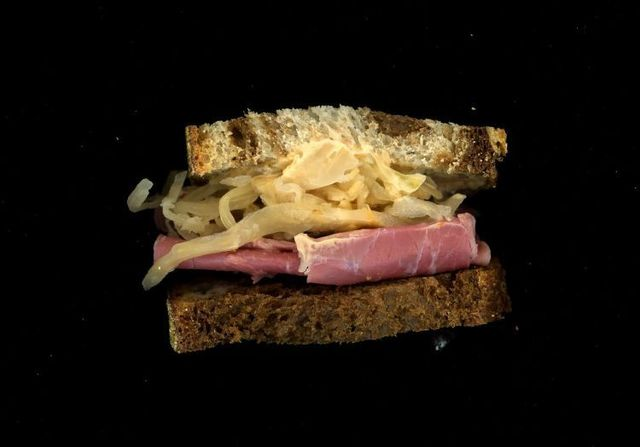 Sandwich cut. Pretty and it looks tasty too ;) (37 photos)