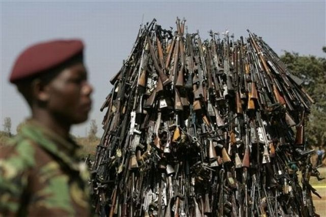 Destruction of arms confiscated from criminals in Kenya (5 photos)