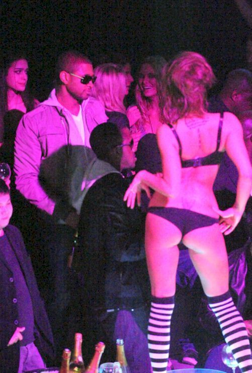 Usher at a party with strippers (6 photos)