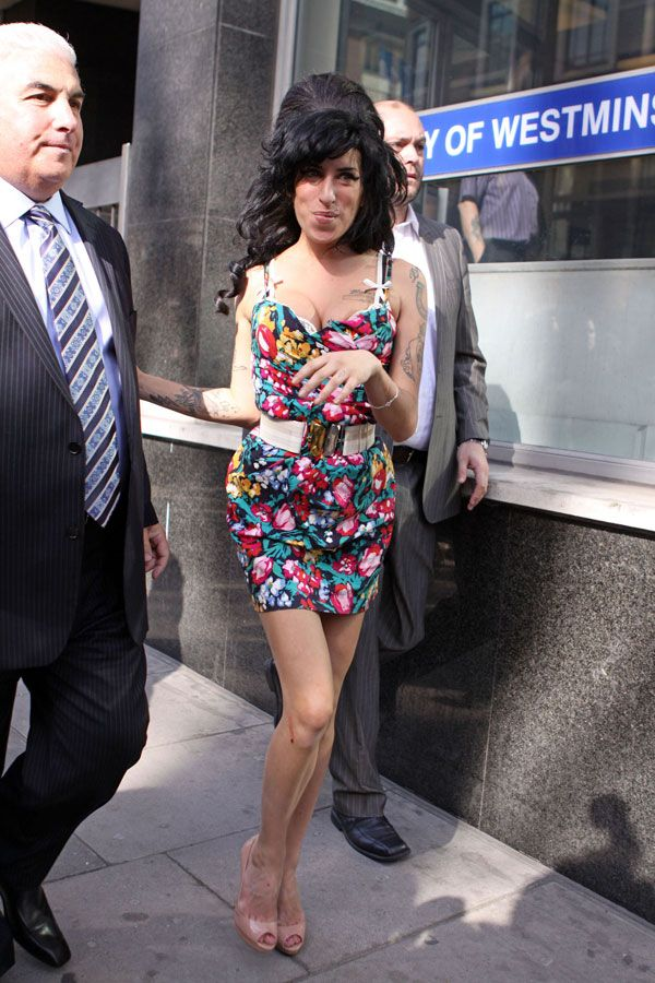 Amy Winehouse tits go to court (9 photos)