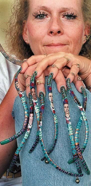 Women with very long nails . Horrible (25 photos)