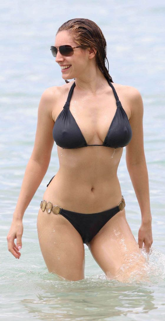 Kelly Brook bikini time (13 photos)