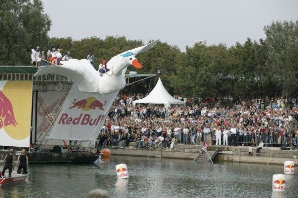 Red Bull Flugtag 2009 (27 photos)