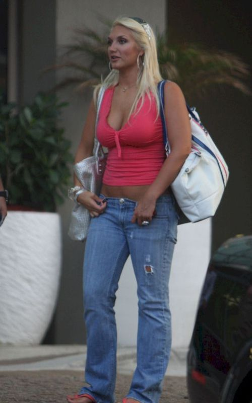 Brooke Hogan in a red top (4 photos)