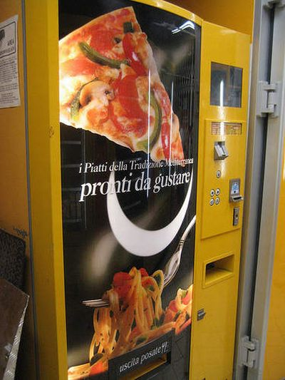 We can buy anything in vending machines (17 photos)