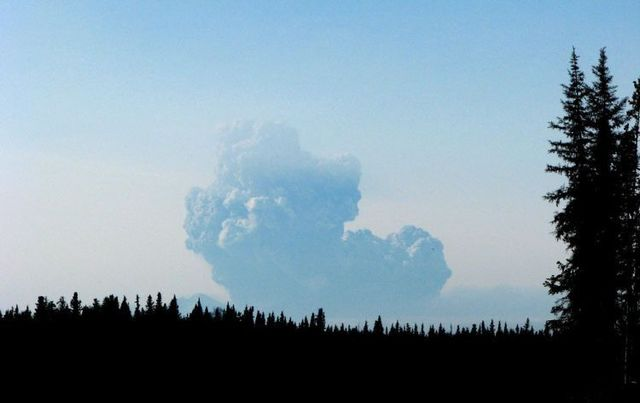 Alaska Mount Redoubt volcano is awake (27 photos)