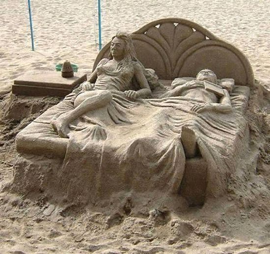 Extraordinary sand sculptures (15 photos)