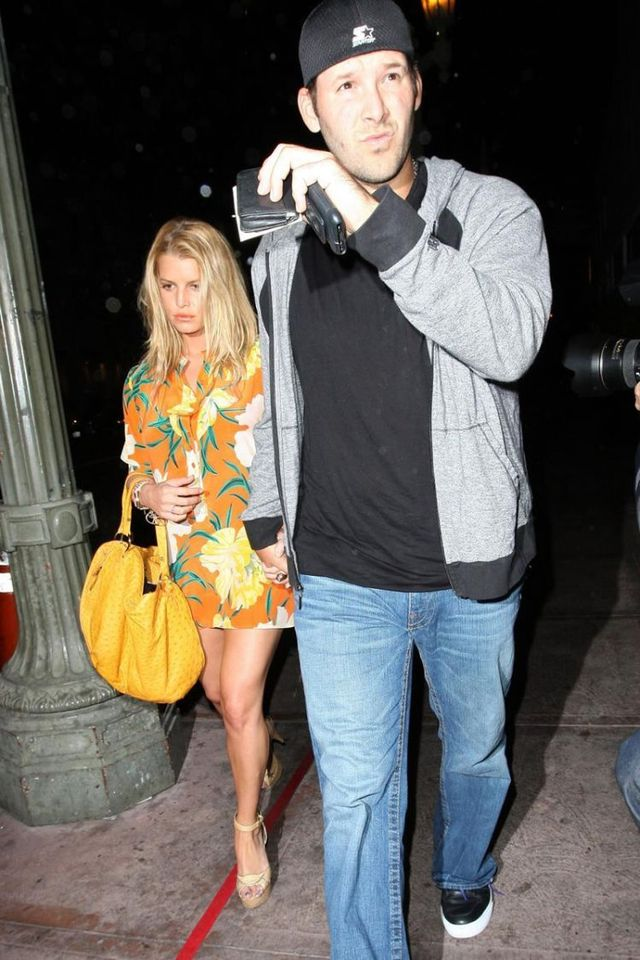 Jessica Simpson with a guy. She seems to look good ;) (17 photos)