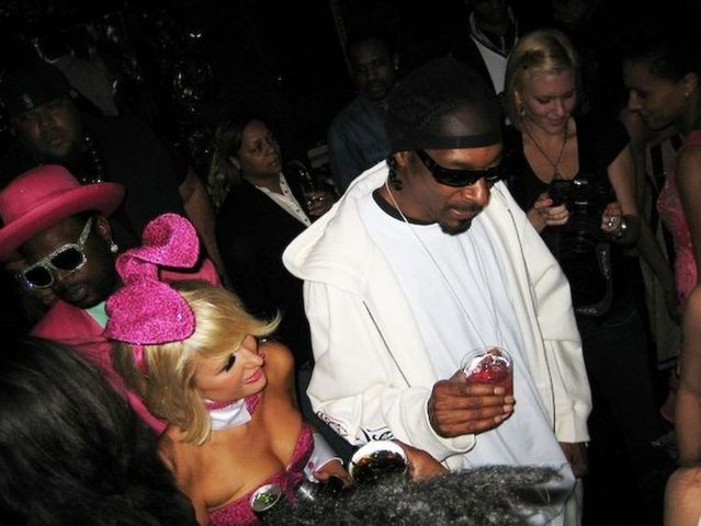 Paris Hilton at Playboy party (6 photos)