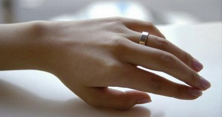 Wedding ring that leaves marks (5 photos)